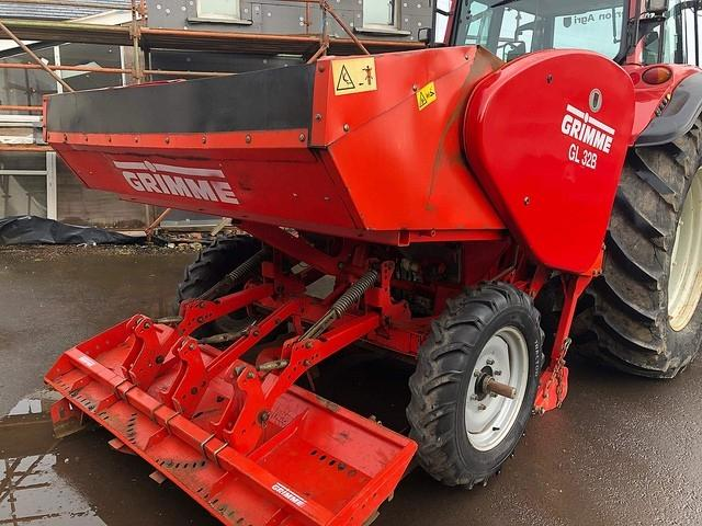 Grimme GL 32B POTATO PLANTER (2003)