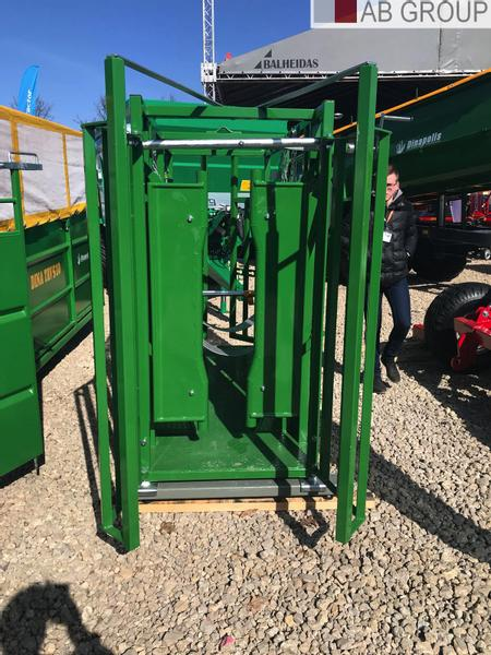 Dinapolis Viehwaage GS220 / Cattle locking stall GS220/ Waga
